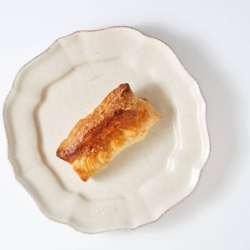 Vleesch & Co saucijzenbroodje gaar op bord